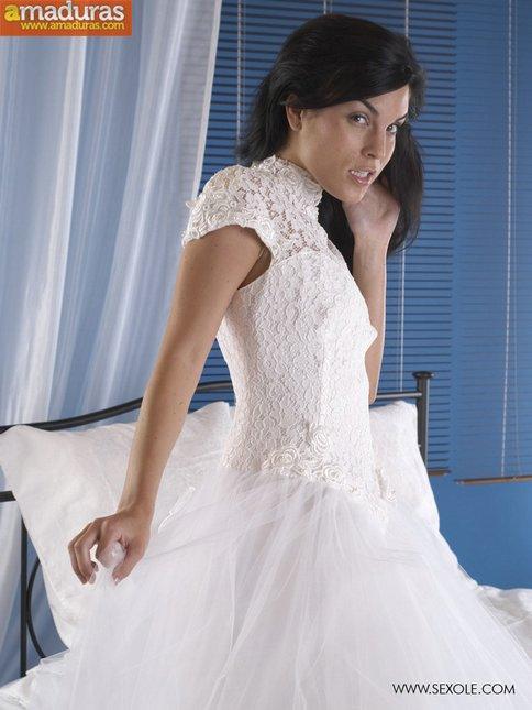 A punto de casarse nos enseña el coñito - foto 4
