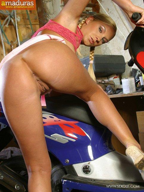 La tia maciza de la moto - foto 12
