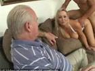 Cornudo cincuentón mirando a su esposa follar