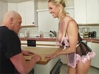 Madura salida seduce al novio de su hija