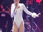 Miley Cyrus marcando coño cameltoe otra vez