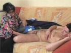 Despertando de la siesta al novio de su hija