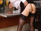 Abogada treintañera se masturba en el despacho