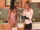 Madura bisexual se come el coño de la vecina