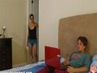 Madura sorprende a su hijastro mirando porno