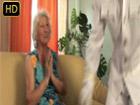 Abuela pensionista salida contrata a un stripper