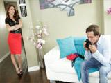 Monique Alexander sorprende al novio de su hija oliendo sus tangas