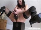 Madura tiene buenos orgasmos haciendo fisting extremo