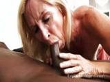El negro hace tener un orgasmo a Annabelle Brady en la follada interracial