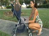 Ligandose a una mama en el parque - Varios