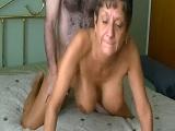Abuela muy bien cuidada disfruta de una buena follada casera