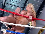 Summer Brielle follada por su entrenador en el ring