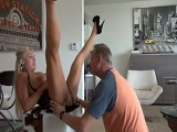 Sexo del bueno con una compañera de trabajo en su casa - Tetonas