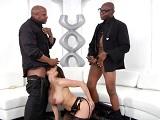 Kendra Lust se monta unos tríos interraciales que dan miedo