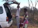 Una orgía de negros en medio de un safari africano