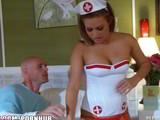 Recién operado de fimosis se folla a su enfermera particular