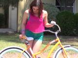 Sexo en el coche con la lolita de la bicicleta