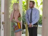Madura ama de casa se acuesta con el vendedor a domicilio - Videos De Maduras