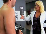 Directora de Recursos Humanos follada junto a su empleada