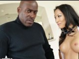 Asa Akira monta la monstruosa polla de Lexington Steele - Interracial