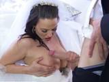 Le pone los cuernos al marido el mismo día que se casa - Casadas Infieles