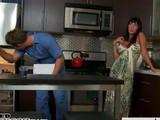 Ama de casa desesperada por follarse al del gas - Amas De Casa