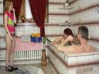Incesto con su hija en la ducha: trio porno