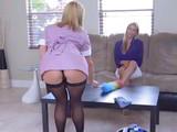La señora de la casa se folla a su asistenta limpiadora