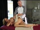El masajista no puedo ignorar el cuerpo de la madura