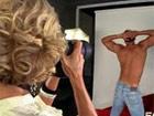 La fotógrafa madura se lo monta con el modelo