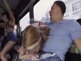 Joder que locura de fiesta, follando dentro de un autobús!!