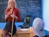 La profesora lo que quería era pegar un buen polvo con el alumno