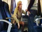 Mamandosela a un desconocido en el tren