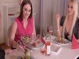 Estoy cenando con mi mujer y su hermana, están muy cachondas..