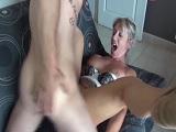Madura cachonda follando con el hijo de su mejor amiga..