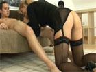 La madre de mi novia se pone de rodillas