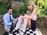 A la mierda el ajedrez, Kali Rose quiere sentir su polla dentro..