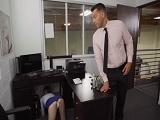 Se le ven todas las bragas a mi secretaria, que buena que está!