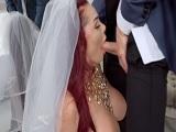 A minutos de casarse y se pone a follar con un invitado!