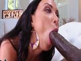 La milf Nikki Benz está deseosa por una polla negra así..