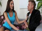 Casada infiel seduce al atractivo vecino