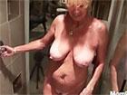 Vieja de pezones gordos follada en la ducha