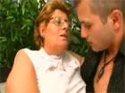 Gorda madura se folla al novio de su nieta
