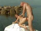 Tarra White y su culazo follando al lado del mar