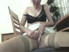 Madura rusa de coño peludo masturbándose