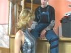 Madura metiendo mano al joven electricista