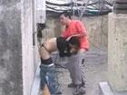 Se folla a un vecino en la azotea: qué furcia!