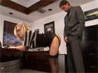 Secretaria madura follada por el jefe en el despacho