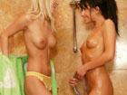 Hermanitas viciosas se meten mano en la ducha