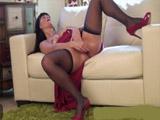 La guarra de su suegra se masturba como una cerda en la webcam xxx